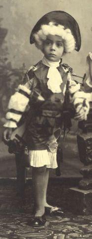 Plinio, con disfraz de marqués