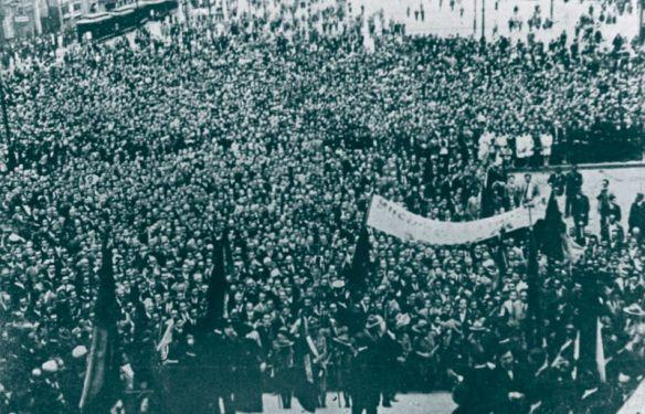 Concentración de los participantes del Congreso en la Plaza de la Catedral