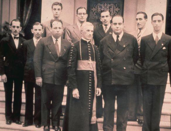 Dr. Plinio con Don Duarte y el grupo de El Legionario