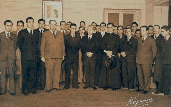 Dr. Plino con la redacción de El Legionario con el Almirante Yamamoto